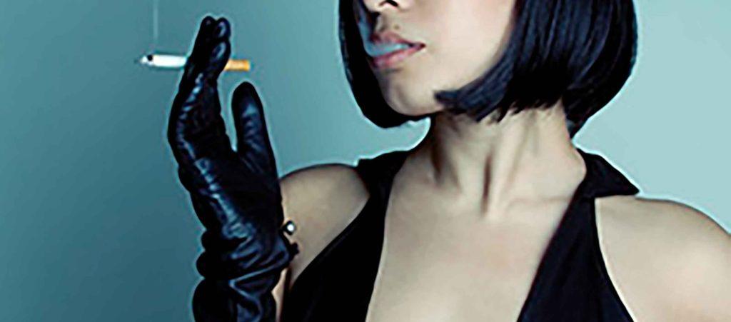タバコが印象的な女性キャラを5人ピックアップ!喫煙者の相方は「喫煙所情報共有マップ」