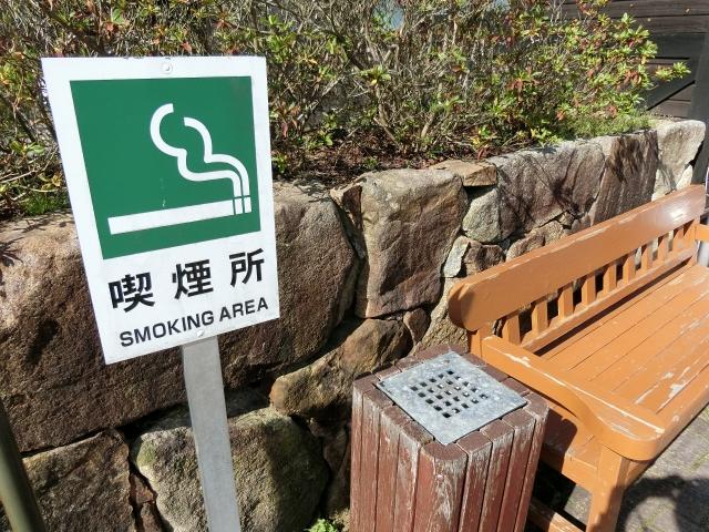 コロナと条例で喫煙所が閉鎖してタバコを吸う場所を失っている愛煙家